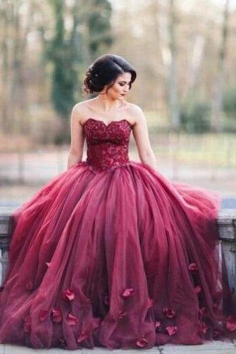 Elegant Sweetheart Burgundy Prom Dress With Flowers Petals Lace-Up Back Appliques Puffy Ball Gown Evening Dress Formal Gowns